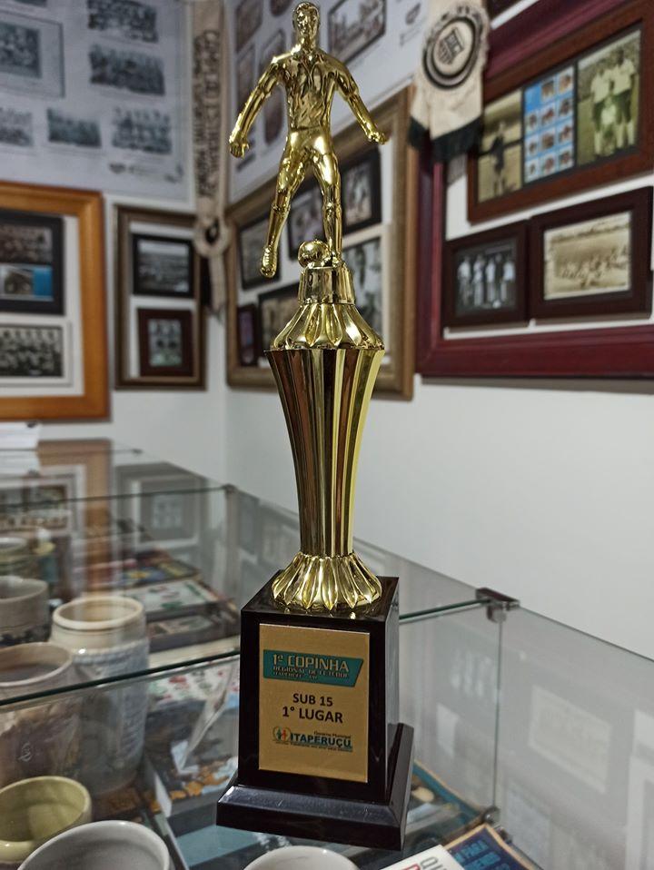MEM recebe troféu da Comunidade Canelão, equipe campeã da 1ª Copinha Regional de Futebol de Itaperuçu
