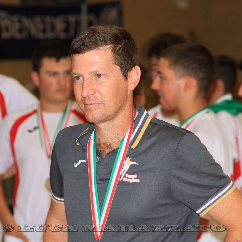 Robson Marani, técnico de futsal na Itália, faz doações  de peças esportivas ao Museu Esportivo de Maringá