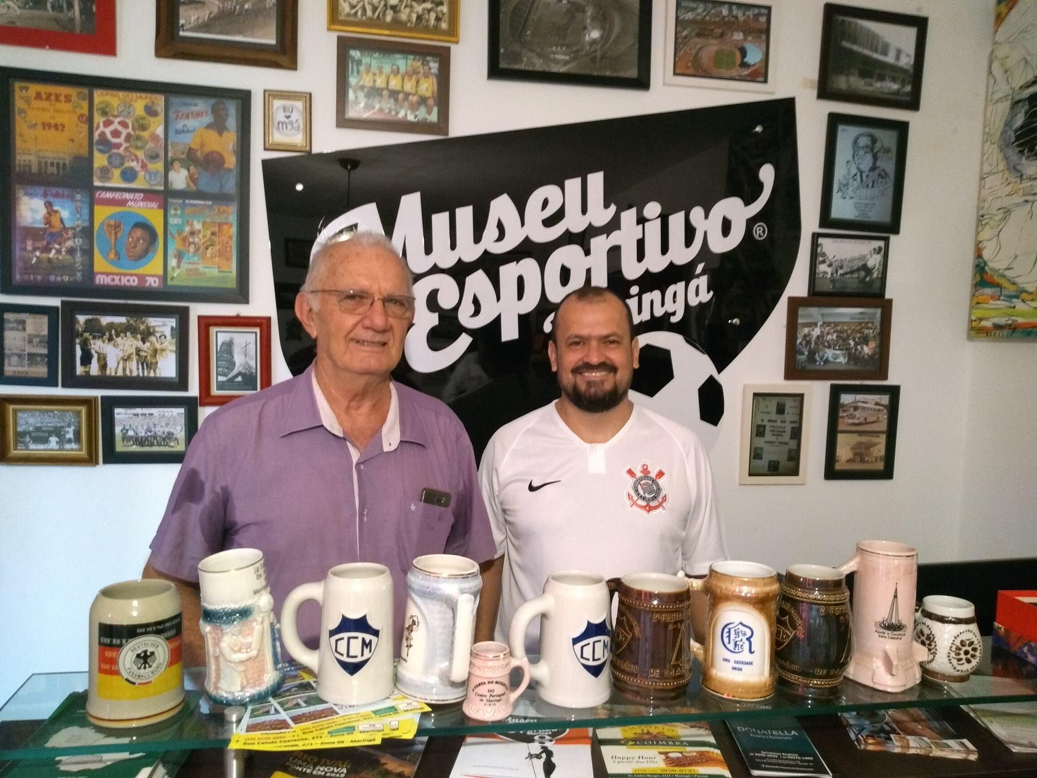 Canecas antigas são doadas ao MEM por Júlio Fregadolli e Silvio César Crispim