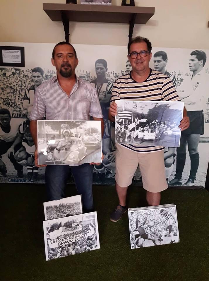 Angelo Rigon doa ao MEM material da exposição comemorativa do título de 1977 do Grêmio Maringá