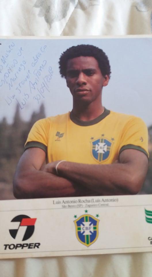 Quadro com foto de Luis Antonio na seleção brasileira de juniores no Museu Esportivo de Maringá