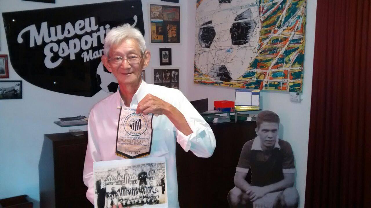 Serginho Sakai faz doação de relíquias santistas e medalhas antigas dos Jogos Abertos do Paraná